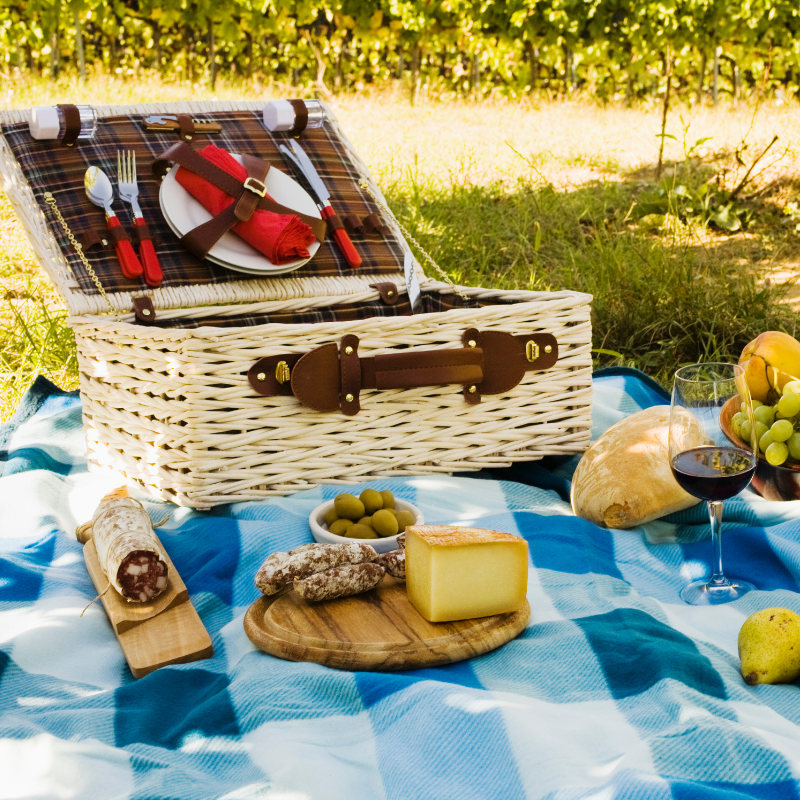 wedding gift ideas for couples with picnic supplies